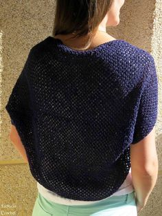 Espacio Crochet - instructions are in Spanish, but it shows how to stitch a rectangle to create a shrug. Kimono Crochet, Free Crochet, Knit Crochet, Crochet Capas, Crochet Instructions, Loom Knitting, Crochet Clothes, Knitting Projects, Clothing Patterns
