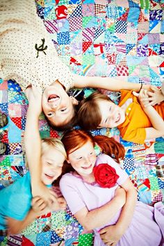 look at all that color!! ♥♥ Sibling Photography, Cute Photography, Photography Lessons, Children Photography, Family Portraits, Family Photos, Baby Portraits, Colorful Quilts, Kid Poses
