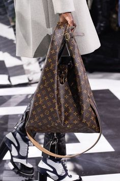 a6fb7adfc899 Louis Vuitton Handbags Styles LV Neverfull 2017 Hot Sale Street Styles From  This Site.
