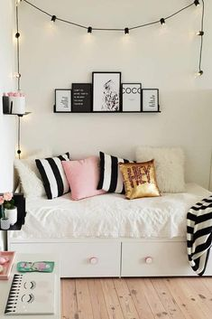 Modern Teen Bedroom Organization Need some teen bedroom ideas for girls? Check out different cheap and more expensive decorations styles: boho, vintage, modern, cozy, minimalist Modern Teen Bedrooms, Teen Girl Bedrooms, Bedroom Modern, Bedroom Ideas For Teen Girls Small, Vintage Teen Bedrooms, Boho Teen Bedroom, Small Teen Room, Bedroom Vintage, Japanese Bedroom Decor