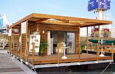 """Une maison flottante moderne avec tout le confort nécessaire au séjour d'un famille de 5 personnes. Conception Bois et Aluminium. Finitions """"Haut de Gamme"""""""