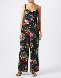 A colour-pop print of parrots, florals and fruits brings a tropical feel to our Sandy jumpsuit. Tied with a knot detail at the chest for a sweetheart effect,...