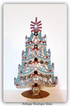 Lovely Christmas Tree Vintage Decor by AntiqueBoutiqueIdeas