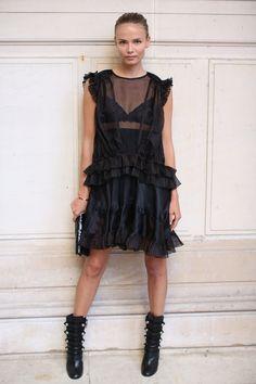 Natasha Poly en robe Isabel Marant noire transparente