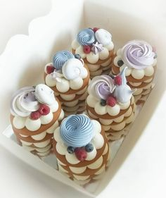 Mini Desserts For Easter; Desserts To Make With Half And Half so Irish Desserts For Easter; Decadent Desserts For Easter Mini Cakes, Cupcake Cakes, Cookie Cakes, Kreative Desserts, Cranberry Dessert, Cake Recipes, Dessert Recipes, Biscuit Cake, Honey Cake