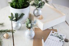 Des boules de Noël IKEA revisitées en marque place. Par la Délicate Parenthèse
