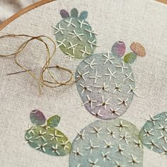 Ver esta foto do Instagram de @geninne • 3,471 curtidas Modern Embroidery, Embroidery Hoop Art, Cross Stitch Embroidery, Embroidery Patterns, Cactus Embroidery, Embroidered Cactus, Fabric Crafts, Sewing Crafts, Art Textile