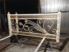 Metal Stair Railing, Staircase Handrail, Balcony Grill Design, Balcony Railing Design, Iron Gate Design, Wrought Iron Gates, Metal Beds, Steel Doors, Door Design