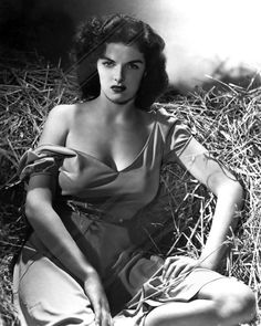 Movies Wall Art - Photograph - Outlaw, Jane Russell, Cleavage by Everett Vintage Hollywood, Hollywood Glamour, Hollywood Stars, Classic Hollywood, Jane Russell, Classic Actresses, Actors & Actresses, Old Hollywood Actresses, The Outlaw 1943