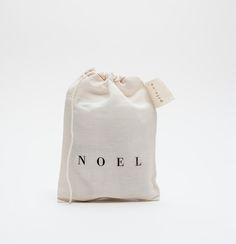 minimal packaging for xmas stuff: natural bag in beige   gift wrap . Geschenkverpackung . paquet-cadeau   Design: pilo  