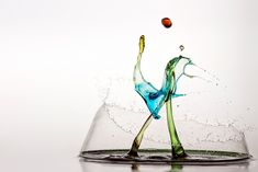 The Elements in Design Splash!: Markus Reugels captures the fascinating forms of water on impact. High Speed Photography, Macro Photography, Water Art, Amazing Art, Amazing Things, Beautiful Images, Cool Art, Arts And Crafts, Things To Come