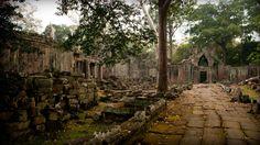 Тысячелетние храмы Камбоджи - фееричное зрелище! Мы предлагаем вам обширную экскурсионную программу в Сием Рипе, которая включает в себя осмотр храмов Большого и Малог Круга, включая Ангкор Ват, Та Пром и Байон, посещение национального парка Пном Кулен с потрясающе красивым водопадом и поездку на поездку по озеру Тонлесап, на котором в плавучих деревнях с давних времен живут камбоджийцы и вьетнамцы.  Помимо экскурсий мы предлагаем трансферы из Сием Рипа практически в любую точку Камбоджи и…