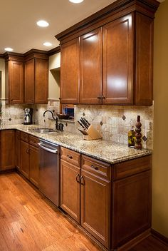 Tuscan design – Mediterranean Home Decor Stained Kitchen Cabinets, Kitchen Cabinet Design, Kitchen Redo, Home Decor Kitchen, Rustic Kitchen, New Kitchen, Home Kitchens, Tuscan Kitchens, Cherry Wood Kitchens