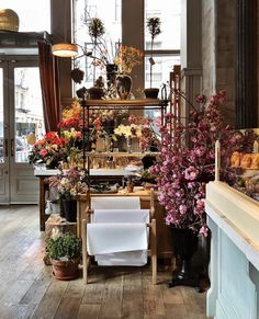 Flower shops 6 Flower shops to visit in New York - Thursd . Flower shops 6 F Flower Shop Decor, Flower Shop Design, Floral Design, Flower Truck, Flower Bar, Dried Flower Arrangements, Dried Flowers, Flower Market, Flower Shops