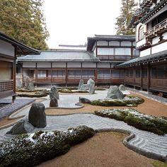 #mireishigemori #japanesegarden Zen Rock Garden, Garden Art, Garden Design, Japanese Home Design, Japanese House, Landscape Architecture Design, Japanese Architecture, Japanese Gardens, Zen Gardens