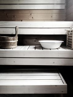 Fresh sauna look with white paint. Sauna House, Zen House, Sauna Steam Room, Sauna Room, Sauna Shower, Portable Sauna, Sauna Design, Outdoor Sauna, Finnish Sauna