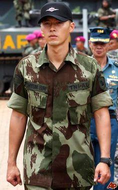 Hyun bin in military Hyun Bin, Asian Actors, Korean Actors, Korean Celebrities, Celebs, Gorgeous Men, Beautiful, Handsome Prince, Jang Hyuk