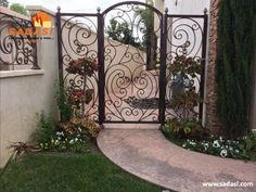 40 Awesome Front Gate Design Ideas & Tips Improve Home Security Front Gates, Entrance Gates, Fence Doors, Entry Doors, Huge Mansions, Front Gate Design, Wrought Iron Doors, Wood Windows, Exterior