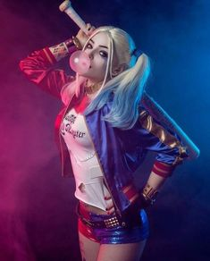 Suicide squad Harley Quinn jacket is sexy and seductive attire, best feature is Harley Quinn holster. Harley Quinn Halloween, Joker Und Harley Quinn, Margot Robbie Harley Quinn, Harley Quinn Cosplay, Arley Queen, Harey Quinn, Harley Quinn Drawing, Digital Foto, Margo Robbie