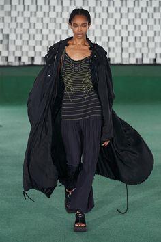 Runway Fashion, Spring Fashion, Paris Fashion, Vintage Couture, Fashion Show Collection, Vogue Russia, Refashion, Stella Mccartney, Designer