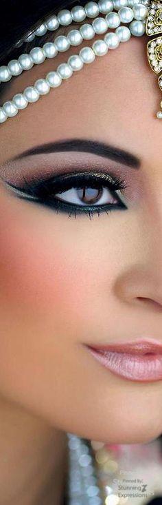 Eyeliner & Pearls                                                       …