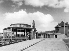 Station Arnhem, ingang Amsterdamseweg. In de jaren vijftig.
