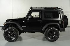2010 Jeep Wrangler Rubicon with Gobi Roof Rack: Side View