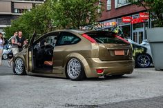 brown Ford Focus mk2 tuning