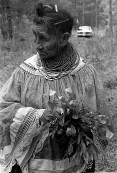 Seminole healer Susie Billie collected medicinal plants on the Big Cypress Reservation to help cure her patients.  (1985) | Florida Memory