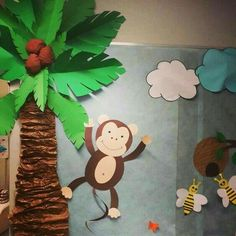 Jungle Bulletin Boards, Jungle Theme Classroom, Classroom Themes, Jungle Decorations, School Decorations, Palm Tree Decorations, Diy Arts And Crafts, Crafts For Kids, Paper Crafts