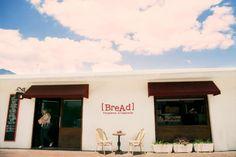Fachada de [BreAd] Panadería Artesanal, donde se instaló mosaico artesanal de Studio Victoria.