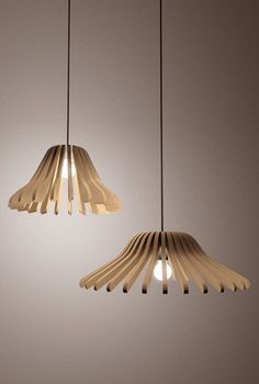 DIY Wooden Hangers Lamp – DIY projects for everyone! Light Hanger, Wooden Diy, Wooden Hangers, Lamp Design, Diy Lamp, Diy Home Decor, Wooden Light, Recycled House, Wooden Light Fixtures