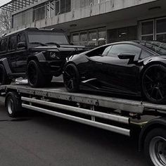 Delivery �� When this shows up at the house? All credit to the Photographer #autos #manstrav #rover #lambo #delivery #landrover #matteblack #murderedout #money http://unirazzi.com/ipost/1492594659423465743/?code=BS2wu9ElLEP