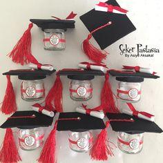 4 / A and 4 / B Graduation Mini Jar graduation Cake-cookie-c ve Mezuniyet Mini Kavanoz mezuniyet Pasta-kurabiye-cupcake, mezuniyet da… 4 / A and 4 / B Graduation Mini Jar graduation Cake-cookie-cupcake, graduation da … to - Graduation Desserts, Diy Graduation Gifts, Graduation Party Centerpieces, Graduation Party Planning, Graduation Cupcakes, Graduation Decorations, Party Decoration, School Gifts, Grad Parties