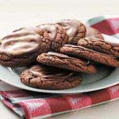 Chocolate Mint Crisps Recipe -If you like chocolate and mint, you can't help but love these delicious crispy cookies with their creamy icing. We always make them for the holidays . and guests can never seem to eat just one! Parfait Desserts, Cookie Desserts, Cookie Recipes, Baking Desserts, Dessert Recipes, Holiday Baking, Christmas Baking, Christmas Cookies, Christmas Kitchen