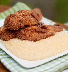 Fried Catfish with Cheese Grits from @NevrEnoughThyme http://www.lanascooking.com/2010/09/28/fried-catfish-with-cheese-grits/