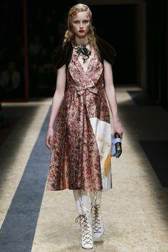 #Prada #fashion  #Koshchenets   Prada Fall 2016 Ready-to-Wear Collection Photos - Vogue