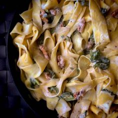 Krämig citronpasta med valnötter och spenat Veggie Recipes, Pasta Recipes, Vegetarian Recipes, Cooking Recipes, Healthy Recepies, Salty Foods, Mindful Eating, I Love Food, Soul Food