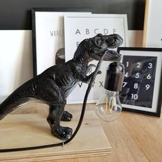 Criativo e ótimo DIY: Zelf een kinderlamp maken - Homefreak. Boy Room, Kids Room, Childrens Lamps, Dinosaur Bedroom, Dinosaur Room Decor, Diys, Dinosaur Toys, Kids Decor, Home Decor