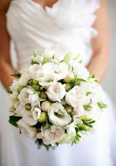 Hoa cưới màu trắng, dịu dàng và cổ điển