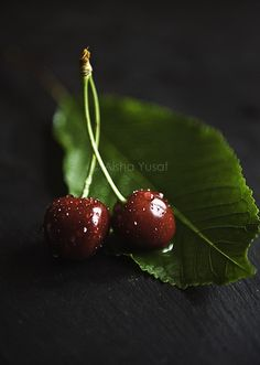 There's more to cherry than just a fancy topping. It's a good source of Vitamin E and melatonin. Fruit Photography, Food Photography Styling, Food Styling, Fashion Photography, Fruit And Veg, Fruits And Vegetables, Fresh Fruit, Cherry Fruit, Photo Fruit
