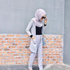 Modern Hijab Fashion, Street Hijab Fashion, Hijab Fashion Inspiration, Islamic Fashion, Modest Fashion, Fashion Outfits, Womens Fashion, Casual Hijab Outfit, Hijab Chic