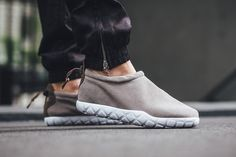 nike air moc ultra taupe