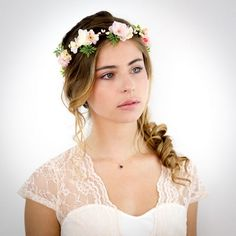Coiffure mariage couronne fleurs