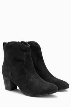 Get a chic look with our range of women's ankle boots. On-trend black leather ankle boots for an easy day-to-night look. Black Leather Ankle Boots, Black Suede, Ankle Heels, Black Platform, Boots Online, Winter Wardrobe, Cool Style, Stuff To Buy, Autumn
