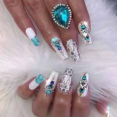 Opting for bright colours or intricate nail art isn't a must anymore. This year, nude nail designs are becoming a trend. Here are some nude nail designs. Fancy Nails, Bling Nails, Love Nails, My Nails, Jewel Nails, Aqua Nails, Bling Bling, Fabulous Nails, Gorgeous Nails