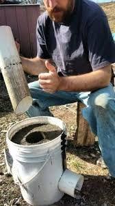 DIY: Ein unzerstörbarer Off-Grid-Raketenofen für 10 US-Dollar - Ella Diy Rocket Stove, Rocket Mass Heater, Rocket Stoves, Outdoor Cooking Stove, Outdoor Stove, Camping Survival, Survival Prepping, Survival Shelter, Homestead Survival