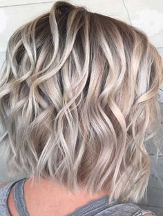 short length hair styles textured bob 40 Game-Changing Medium Length Layered Haircuts for All Textures Medium Length Hair Cuts With Layers, Medium Hair Cuts, Medium Hair Styles, Curly Hair Styles, Short Layers, Short Cuts, Pelo Color Ceniza, Shoulder Length Curly Hair, Messy Short Hair