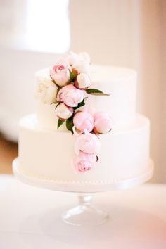 pink and white wedding cake // #wedding #cake