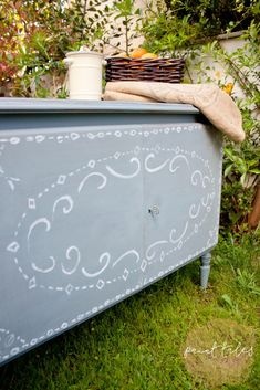 Hand-painted sideboard painted in MMSMP Bergere - Paint Tales creations